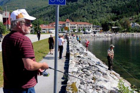 STOR INTERESSE: Heile 980 håpefulle fiskarar hadde meldt seg på då nettpåmeldinga til Jølster Aure stengte natt til torsdag. (Arkivbilete.)