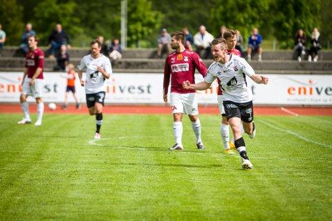 TILBAKE PÅ BANA: Thor Jørgen Spurkeland har signert for Askvoll Holmedal i 6.-divisjon. Her er han avbilda etter scoring mot Nardo i 2015, to år før han tok ein pause frå fotballen.