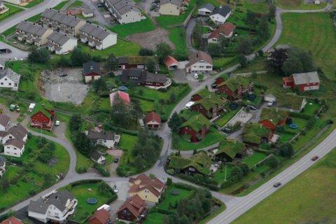 I Førde kostar det 16 290 kroner å få byggesøknaden handsama. I Fjaler slepp du unna med 6000 kroner.