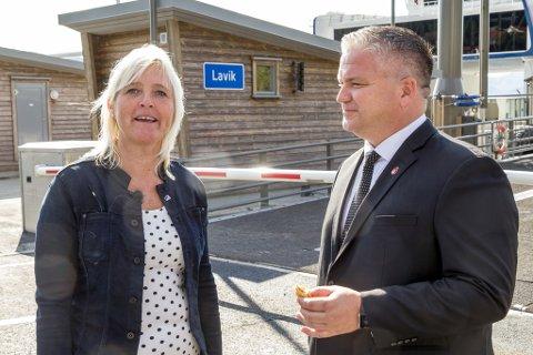 Monika Sunde Tjønnås og Tom Cato Karlsen (statssekretær i samferdsledepartementet FrP).