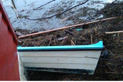 Om nokon kjenner igjen denne båten så kan den hentast i Rivedal.