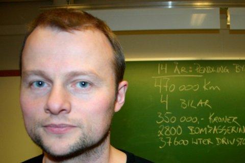 MANGE SØKARAR: Oppvekstsjef Per Arne Strand har mange søkjarar når han skal fylle vikarlærarstillingane for neste skuleår i Gloppen.