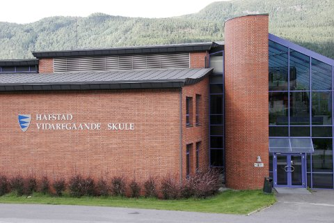 VIL VERE I FØRDE: Hafstad vidaregåande skule i Førde.