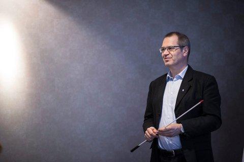 KOSTAR MEIR ENN DET SMAKAR: Fylkesrådmann Tore Eriksen rår fylkesutvalet til å seie nei til meir vindkraft i fylket. ARKIVFOTO.