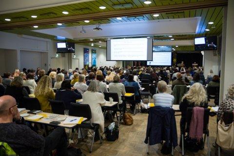 GODT OPPMØTE: Over 200 fagfolk er no samla på Sunnfjord hotell for å lære meir om småbarnspsykiatrien.