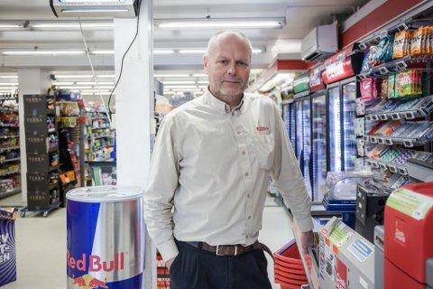 UTLEIGAR: Handelsmann Jarl Tyssekvam var utleigar til Mjølkerampen. Han og kona Marianne Svendsen gjekk også inn som medeigarar kaféselskapet i fjor haust.