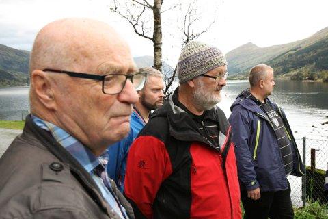 KJEMPAR: – Jølstravassdraget er unikt, seier Eivind Fossheim (nærast kamera). Biletet er frå ei synfaring i samband med utbyggingsplanane.