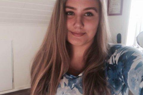 LÅNAR UT: Katrine Flølo Laukeland (16) vil låne ut kjolane sine til jenter som ikkje kan ta seg råd til knalldyre ballkjolar.