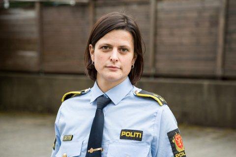OPPKLÅRA: Etterforskingsleiar Stine Marie Vårdal ved Naustdal og Førde lensmannskontor.