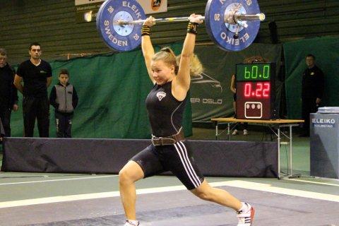 Oda Helene Sunde Svendsen tok NM-gull i første forsøk. Her i støt.
