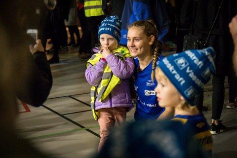 Kjerstin Boge Solås var umåteleg populær då ho kom heim til Dale etter å ha vore med Norge å ta EM-gull før jul.