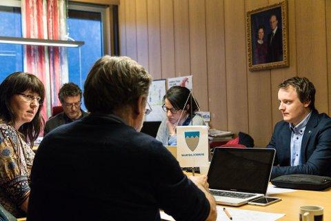 FORMANNSKAP: Åsmund Berthelsen (SV), Anne-Britt Øyra (H), Håkon Myrvang (Ap), Annlaug Birkeland (Ap) og Erlend Herstad (Sp) vart ikkje samde om kva handlingsrommet på 2,5 millionar skal nyttast til. Ap vil ut av ROBEK og sette i gang frisksenter-prosjektet så raskt som råd, medan resten av formannskapet vil kutte i skatteauken.