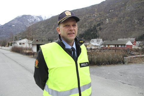 NÆRPOLITI: Lensmann Åge Løseth fryktar at mykje politiressursar kan bli bunde opp i administrasjon, sidan gjennomføringa av politireforma startar i den enden. – Det vi i så fall vere stikk i strid med intensjonane, seier han.