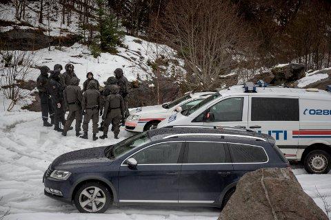 16 politifolk deltok i aksjonen i Vevring.