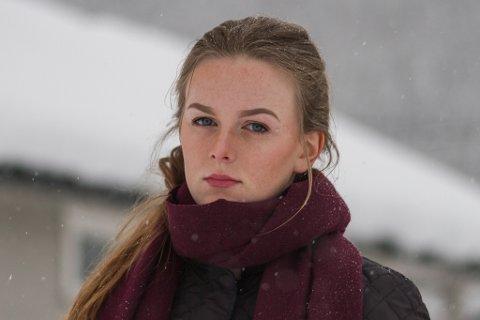 Susanne Håheim er lei av at folk parkerer diesel- og bensinbilar på parkering med lading til elbilar.