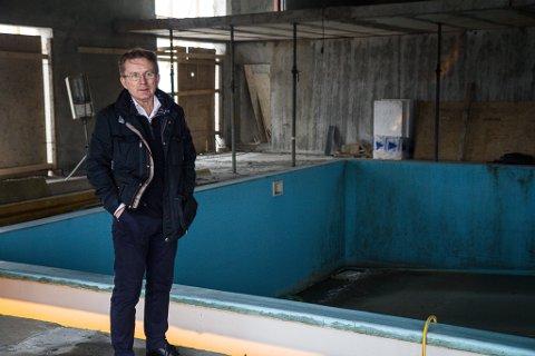 HALVFERDIG: – Kostnadane har balla på seg. Vi treng hjelp til å fullføre dette, seier Frank Hatlø (63)