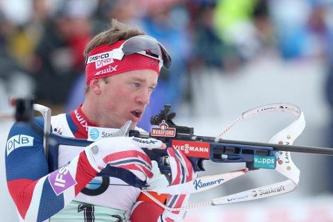 TILBAKE: Tarjei Bø under herrestafetten for menn, skiskyttar-VM i 2016.