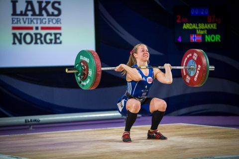 VANN: Marit Årdalsbakke tok sølv i seniorklassa under NM. Her forsøker ho seg på støt under EM i Førde 2016.
