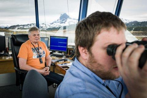 Når flyplasstårnet på Bringeland blir lagt ned, blir Ove Svalheim og Ole Fosse Fardal sine stillingar flytta til Bodø. –Det er klart, det er ikkje nokon ønskjesituasjon, men vi blir innhenta av teknologien, seier Svalheim.