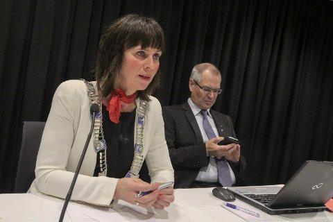 Fylkesordførar Jenny Følling og fylkesrådmann Tore Eriksen har forhandla med Havila på vegner av fylket.