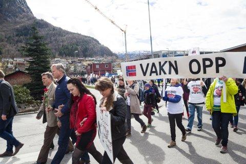 MARKERING: 16. april 2016 var det demonstrasjon mot barnevernet fleire stader i landet. BIldet er frå Stryn, der naustdalssaka var ei av mange saker dei oppmøtte demonstrerte mot.