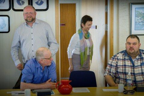 Ordførar Morten Askvik (ståande til venstre) var svært overraska då det synte seg at HAFS-kommunane ikkje var med i alternativa då SiS-kommunane høyrde innbyggarane sine. Framfor Askvik sit Rune Risnes (H), vidare Ingunn Sognnes (Kristeleg Folkeparti) og Jørgen Solvang (H).