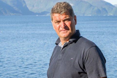 BONDE: Ørjar Nydal har ein flokk med Skotsk høglandsfe ved Torvund. Han trur ein av kalvane hans kan vere det som såg ut til å vere bjørn.