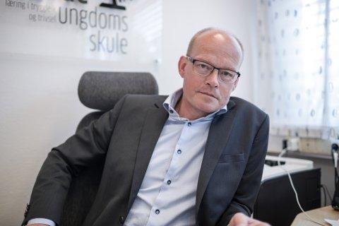 I STREK: Hallgeir Hamre, rektor ved Førde Ungdomsskule, har onsdag ein litt annan arbeidsdag. Unio trappa opp streiken i Sunnfjord, og rektoren var blant 300 som vart tekne ut.