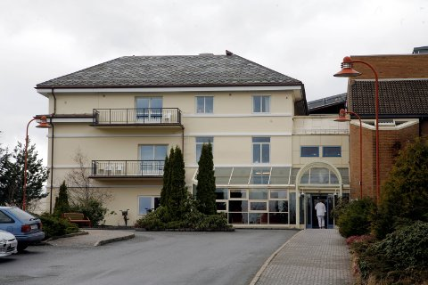 SMITTA SJUKEPLEIAR: Sjukepleiaren jobba éi vakt med den smitta vikarlegen ved Nordfjord sjukehus på Eid.