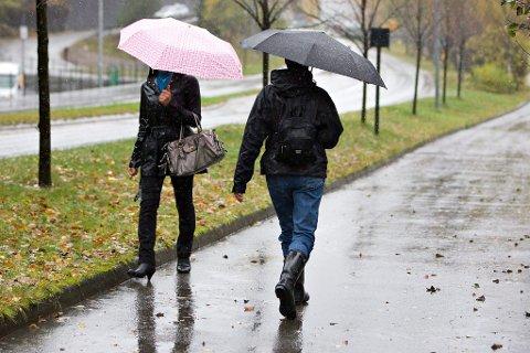 GRÅ HELG: Det er venta regn og ruskevêr til helga.