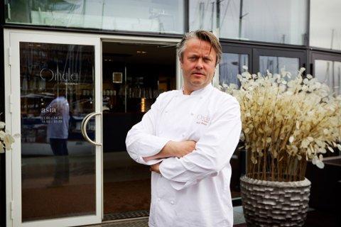 ILLUSTRASJONSFOTO: MeisterkokkenTerje Ness utanfor ein restaurant på Aker Brygge i Oslo.
