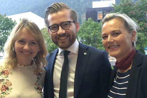 Sveinung Rotevatn fekk onsdag fornya tillit som Sogn og Fjordane Venstre sin førstekandidat. Her er han saman med Gunhild Berge Stang (andrekandidat) og Anne-Mette Hjelle (tredjekandidat).