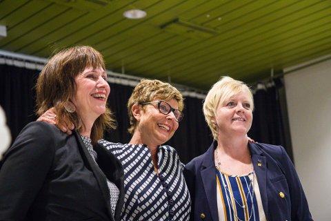 SPLITTA: Tre fylkesordførarar. Frå venstre Jenny Ellaug Følling (Sp - Sogn og Fjordane), Anne Gine Hestetun (Ap - Hordaland) og Solveig Ege Tengesdal (KrF - Rogaland).