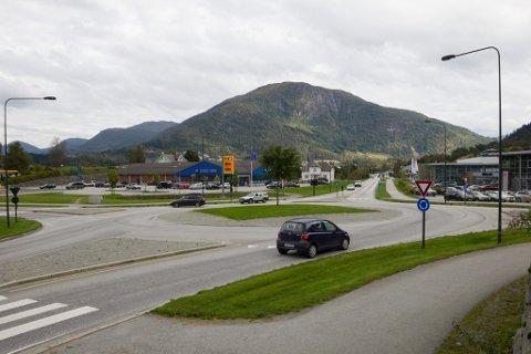 GLATT: I denne rundkøyringa ved Biltreff i Hafstadvegen skal fleire ha kvelva på sykkel eller skuter.