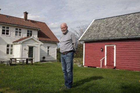HAAVETUN: Atle Jordahl ville ikkje at Haavetunet skulle gå ut av slekta. Her står han framfor resultatet.