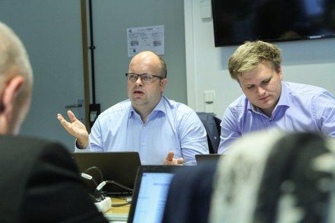 Sigurd Reksnes (t.v.) er strengt usamd med konsernsjef Kjerpeseth sine tankar om Fjord1-salet.