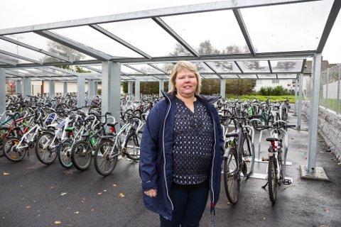 ETTERLYSER GREP: Rognsø seier at FAU ved Florø barneskole har tatt opp sykkelproblematikken på fleire møter. – Eg ser stort engasjement blant foreldrene, men dei må gjere noko med sjølve problemet, seier ho.