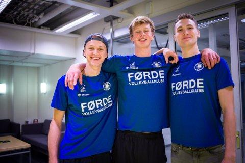 VIDEOHIT: Martin Olimstad (i midten) har laga ein spektakulær treningsvideo. Her saman med lagkompisane Oskar Raftevold (t.v.) og Jonas Hjelle van Weert.