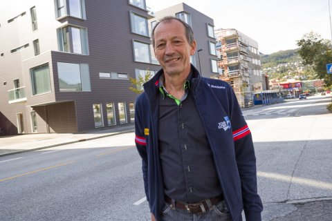 SKEPTISK: – Førdslia-utbygginga strir mot alt som er sagt i sentrumsstrategien for Førde, og mot all god byplanlegging, meiner Svein Arne Skuggen Hoff.
