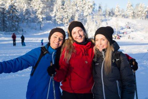 NAUT DAGEN: F.v. Megan Butcher (24), Solgunn Nygjerde Røyrvik (24) og Caroline Helle (23).