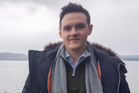MANNEN BAK APPEN: Espen Løbø Solhaug (25) er busett i Bergen, og jobbar som rådgivande ingeniør i Norconsult. Appen hans er framleis eit sideprosjekt, men målet er å kunne tene pengar etter kvart. Den siste tida har bror hans, Sjur Løbø Solhaug (21), tatt seg av drifta.