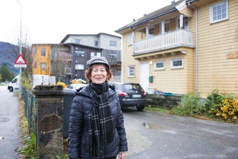 ANGEDALSVEGEN: Dagunn Klakegg, leiar for Eldrerådet, vil ha omsorgsbustadar og aktivitetssenter i Angeldalsvegen 6.