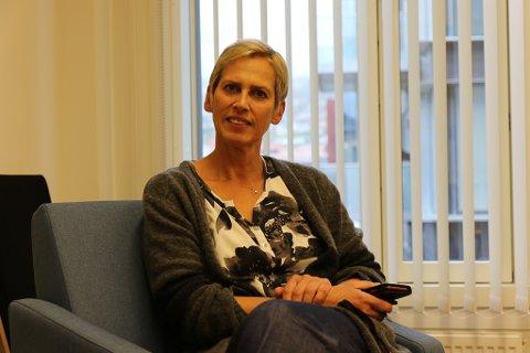 Stor auke: Stadig fleire foreldre oppsøkjer Familiekontora for Sogn og Sunnfjord for å hjelp. Leiar Irene Havn ønskjer endå fleire foreldre med samlivsproblem inn dørene.