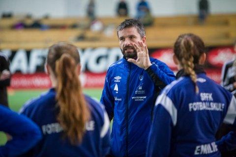 KAMP ER KAMP: Jan Tore Jåstad meiner at alle må gjere sitt beste, uavhengig av kven ein møter når avsparket går. Han trur heller at det er meir å hente på tilpassing før kampen blir spelt.