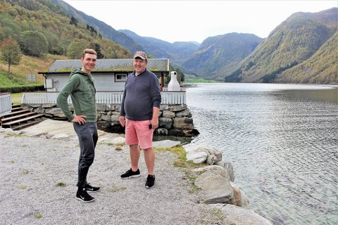 FERIEGJEST: Tony Martin (t.v.) ferierte på Nesheim camping etter sykkel-VM i Bergen. T.h. Jon Nesheim, campingeigar.