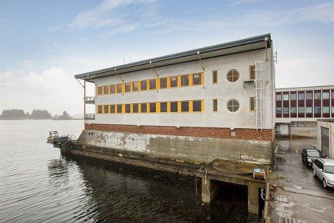 Dette er SFE-bygget i Hamregata i Florø sett frå vest.