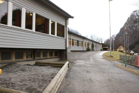 HYEN SKULE: Det har vore mykje uro kring Hyen skule. No går formannskapet i Gloppen inn for å setje frist for å byrje å bygge ny skule i Hyen.