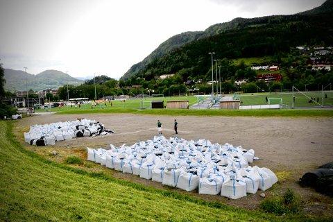 HAFSTADPARKEN: Planen er å legge tennisbanene på denne plassen i Hafstadparken. Den skal stå klar allereie i sommar.