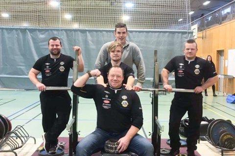 BENKPRESS: Dag Andre Mo, Fredrik Eskil Myrvang, Tommy Navarsete Espeseter (f.v.), Nils Espeseter (framme) og Arve Lingjerde (bak) deltok i NM i benkpress for Sogndal IL.