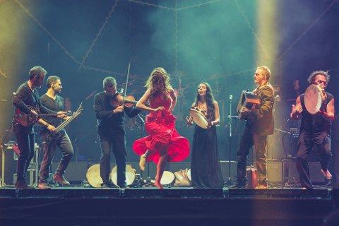 FRÅ ITALIA: Dei ypparste representantane for pizzica tarantata-tradisjonen, Canzoniere Grecanico Salentino, kjem til Førdefestivalen.